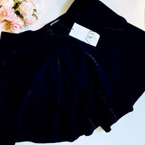 NWT Zara VELVET Skirt that are loose shorts 😍